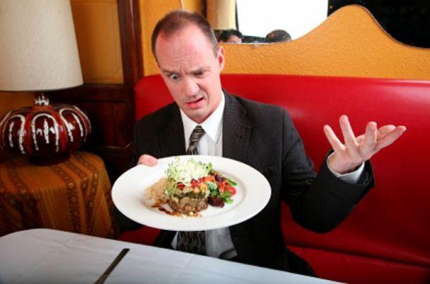 Niezadowolony gość w restauracji. Co zrobić? Jak reagować na zażalenia?